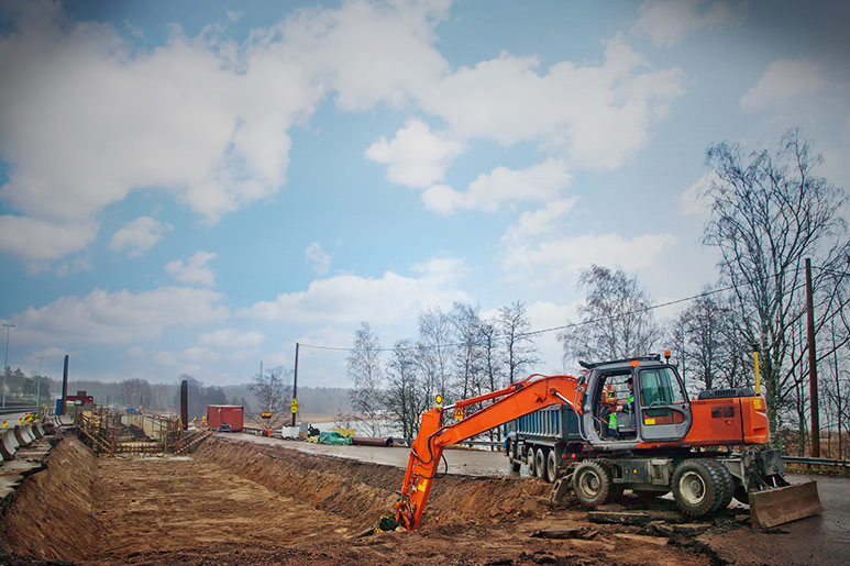 Hitachi excavator works optimal at road construction site in Finland with MOBA Xsite