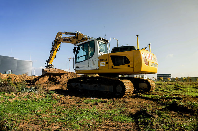 Liebherr 922 excavator digging a trench in Germany