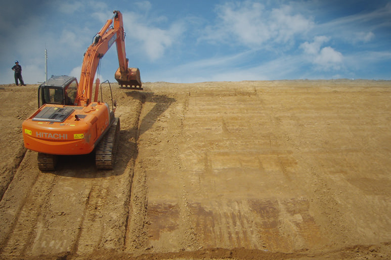 Hitachi excavator works with MOBA Xsite at a barrage project in Netherlands