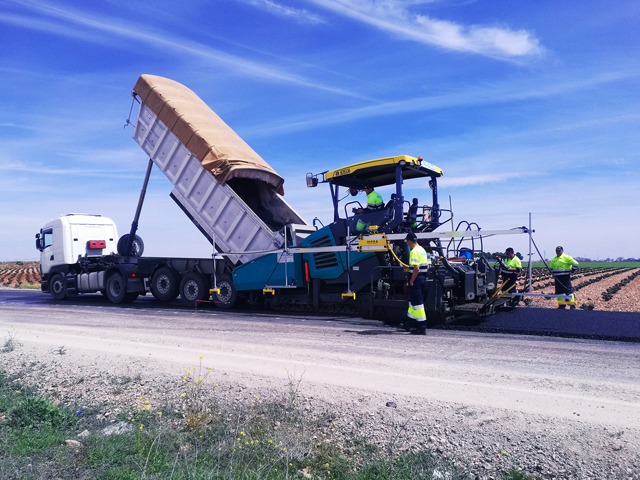 Asphalt Paver with BigSki