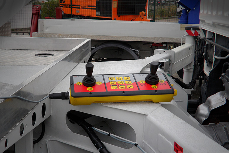 Second remote control panel for CMC work platforms