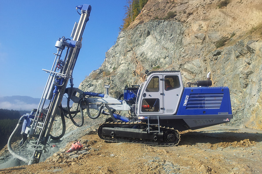 Crawler drill rig TMB25 works exactly in chile with MOBA bore system MDS