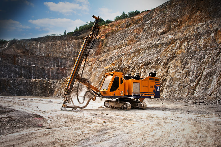 Hausherr drill rig works optimal with MOBA MDS in a limestone quarry in Germany