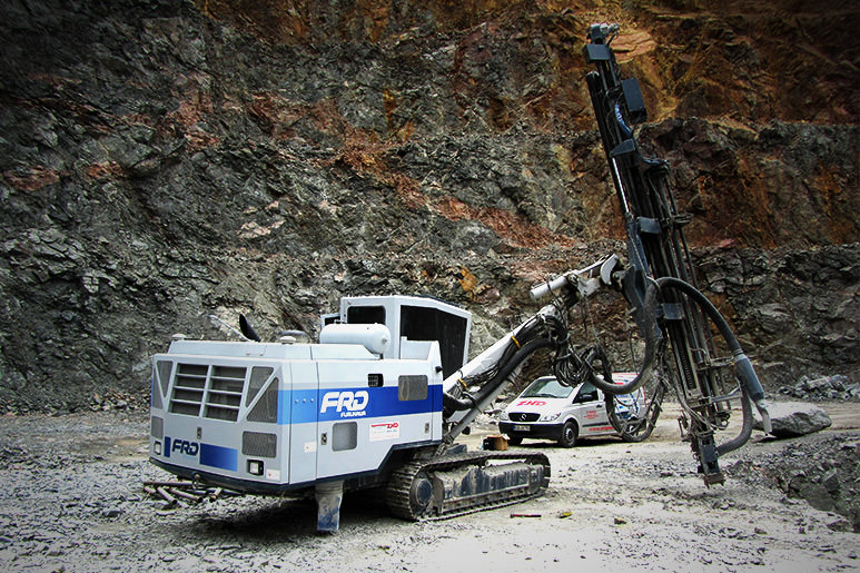 Furukawa drill rig works optimale in a granite quarry in Panama