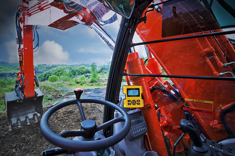 Hitachi excavator with Xsite Easy for optimal earthworks and dredging results