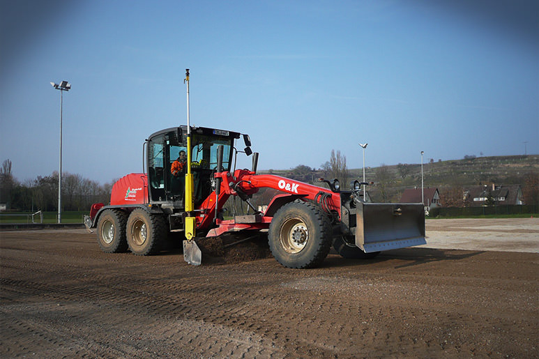 Motor Grader fitted with 3D TPS system for optimal sport field result in Freiburg