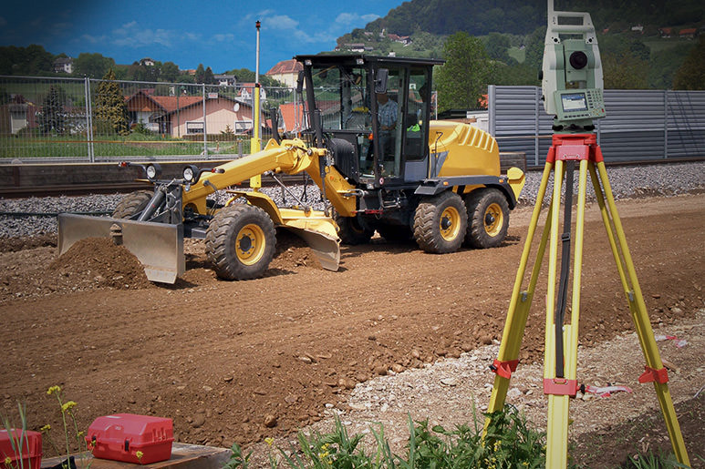 Optimal surface planum with MOBA 3D TPS system at German road construction site
