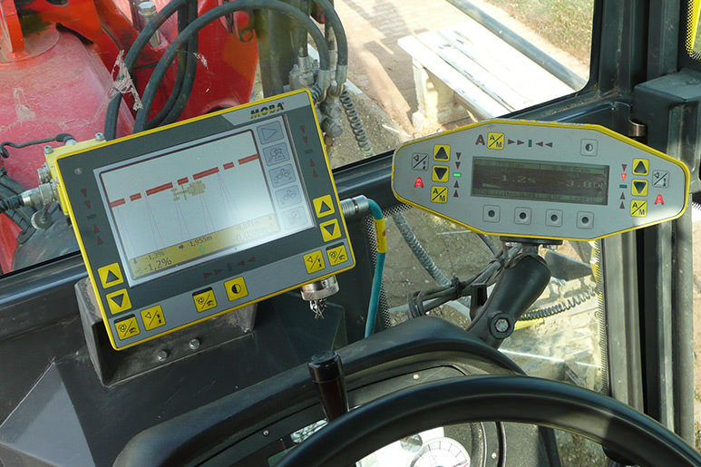 perfect combination of 2D and 3D Grade Control solutions on Motor Graders
