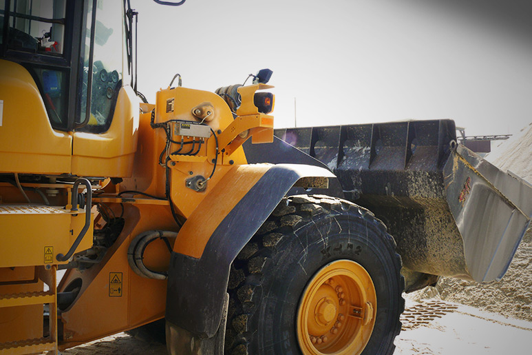 wheel loader truck with signal conditioner