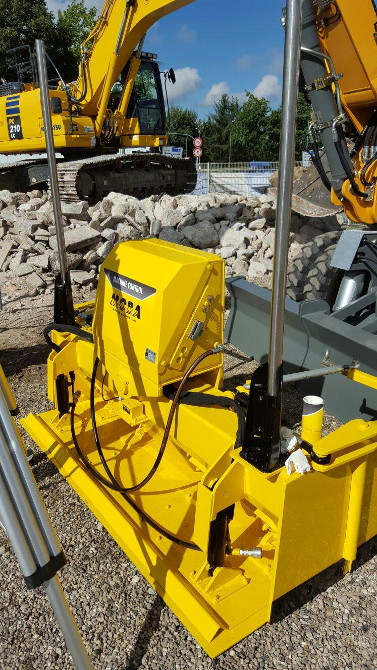 Grader Blade equipped with MOBA Leveling System